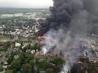 https://commons.wikimedia.org/wiki/File:Lac_megantic_burning.jpg