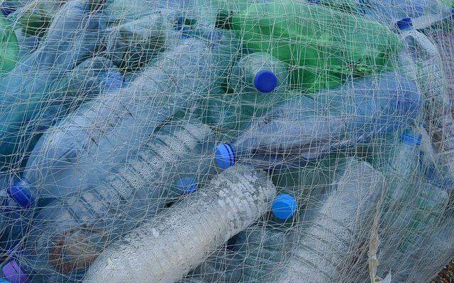https://pixabay.com/en/plastic-bottles-fishing-net-netting-388679/
