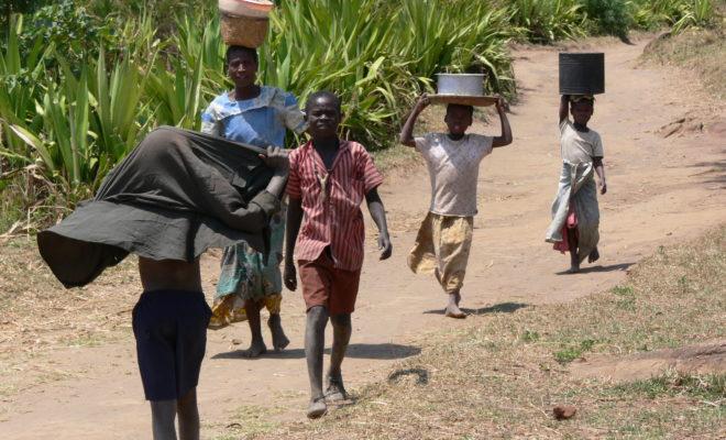 https://commons.wikimedia.org/wiki/File:Hauling_water_in_Malawi.jpg
