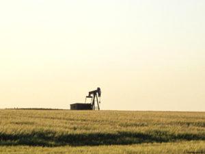 https://commons.wikimedia.org/wiki/File:Oil_Derrick,_near_Ponoka,_Alberta,_Canada.jpg