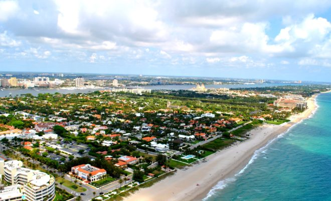 https://commons.wikimedia.org/wiki/File:PALM_BEACH_FLORIDA_AERIAL_2011.jpg