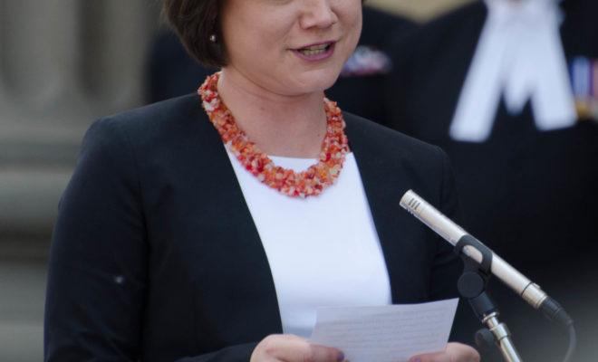 https://commons.wikimedia.org/wiki/File:Shannon_Phillips_2015.jpg
