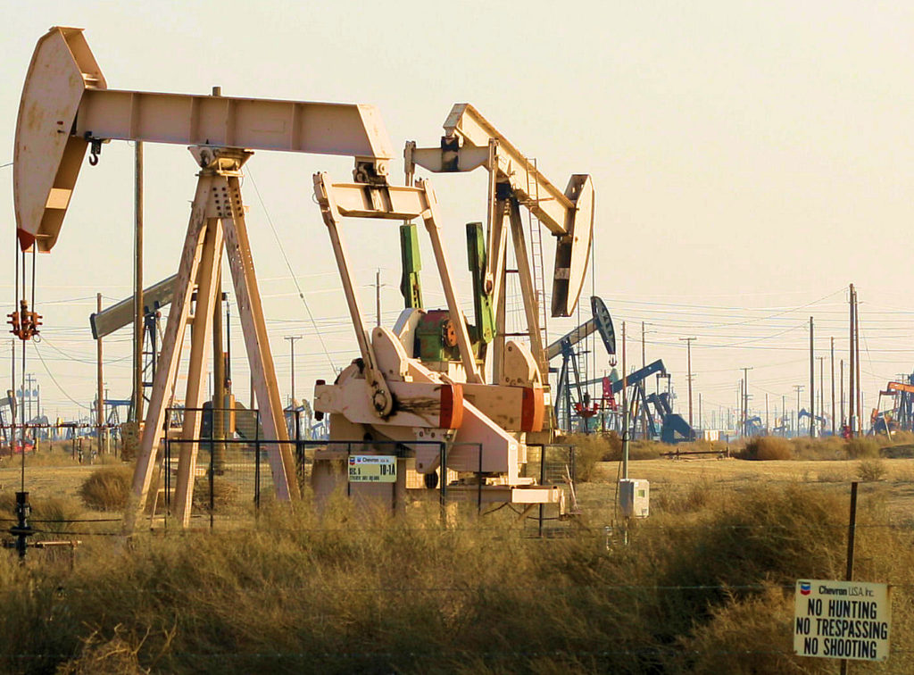 https://commons.wikimedia.org/wiki/File:Pump_Jack_at_the_Lost_Hills_Oil_Field_In_Central_California.jpg