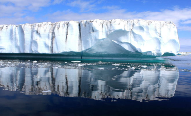 https://commons.wikimedia.org/wiki/File:Greenland_Ice_Sheet_(3970865344).jpg