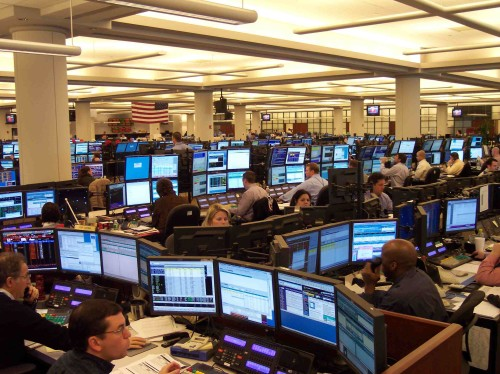 https://commons.wikimedia.org/wiki/File:A1_Houston_Office_Oil_Traders_on_Monday.jpg