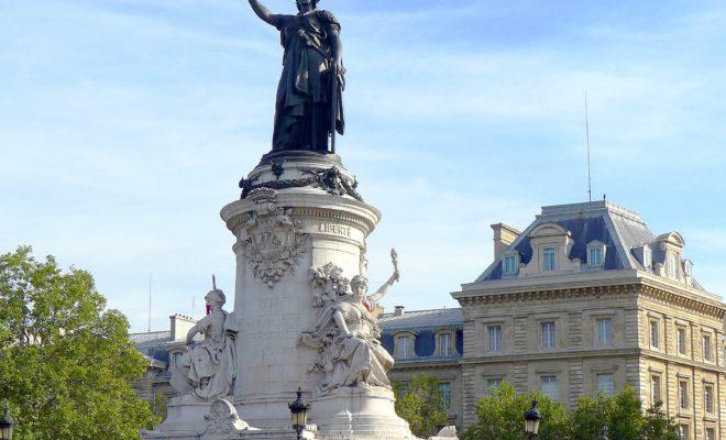 https://commons.wikimedia.org/wiki/File:P1040631_Paris_X-XI_place_de_la_R%C3%A9publique_statue_A_la_Gloire_de_la_R%C3%A9publique_Fran%C3%A7aise_rwk.JPG