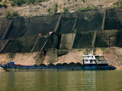 https://commons.wikimedia.org/wiki/File:Coal_hopper_with_barge_Rob_Loftis.jpeg