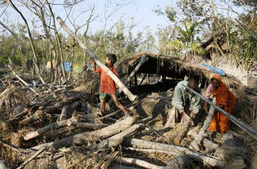 https://commons.wikimedia.org/wiki/File:Bangladesh-climate_refugee.jpg