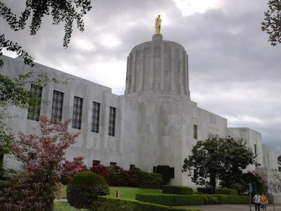 Oregon state capitol ZehnKatzen/Wikipedia