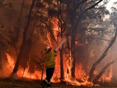 Australia bushfires volunteer firefighter